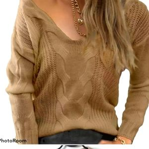 V-neck sz M beige cable knit long sleeve sweater